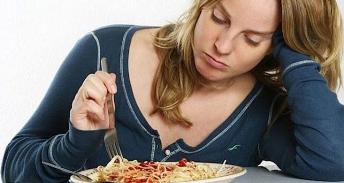 Почему после еды кружится голова и слабость