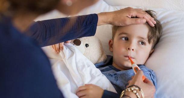 Почему у ребенка держится температура